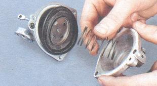 корпус и крышка пневмопривода, возвратная пружина диафрагмы