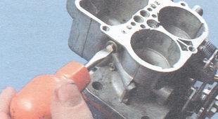 корпус топливного жиклера переходной системы второй камеры