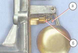 а - опорная поверхность язычка, б - топливный клапан