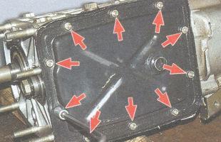гайки крепления нижней крышки коробки передач