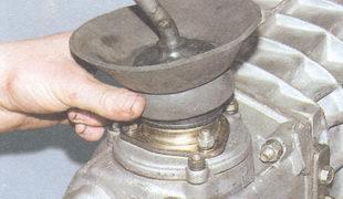 манжета фланца привода переключения передач