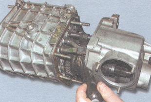 задняя крышка коробки передач, картер коробки передач
