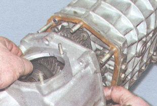 задняя крышка картера коробки передач