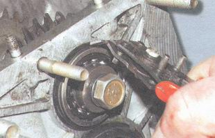 стопорное кольцо переднего подшипника промежуточного вала