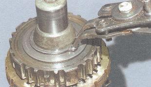 стопорное кольцо ступицы синхронизатора