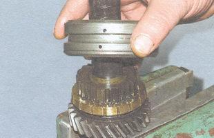 муфта синхронизатора I и II передач