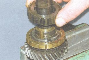 ступица синхронизатора I и II передач